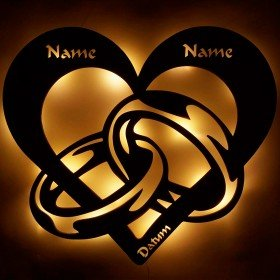 Holzleuchte Herz mit Ringen und Namen