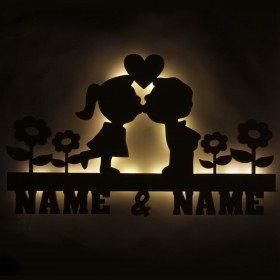 Holzlicht - Küssendes Paar mit Wunschnamen