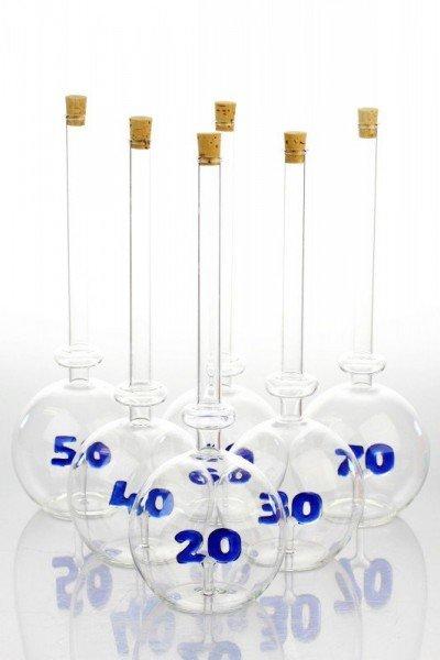 Edelglasflasche mit Zahlen