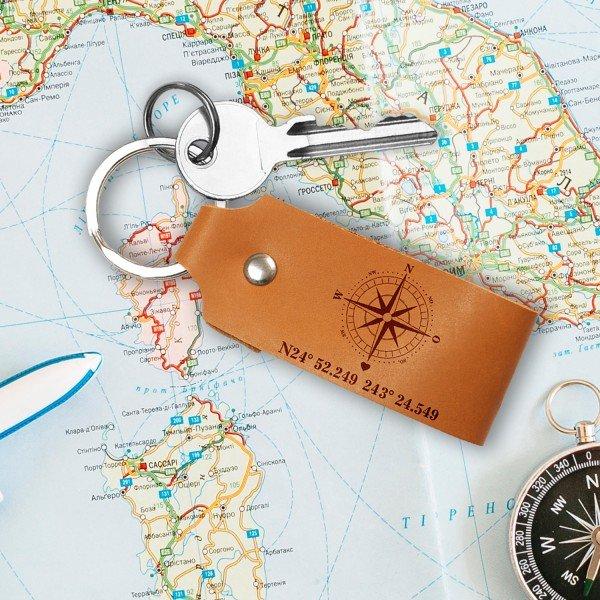 Schlüssel-Anhänger aus Leder mit Ihren Koordinaten