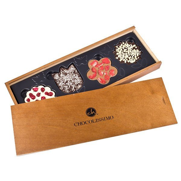 Schokoladenblüten im Holzkästchen mit Personalisierung