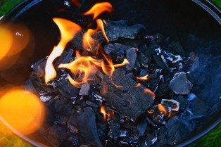 media/image/charcoal-3550208_1920.jpg